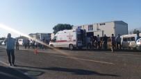 İşçi Servisi İle Kamyonet Çarpıştı Açıklaması 10 Yaralı