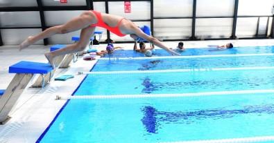Türkiye Rekortmeni Milli Yüzücü Kumluca'da Antrenman Yapıyor
