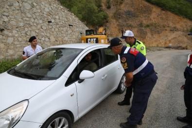 Artvin'de Kurban Bayramı Öncesi Trafik Uygulaması Yapıldı