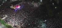 FERHAT GÖÇER - İzmitli Ferhat Göçer Fuar Konserinde Duygusal Anlar Yaşadı