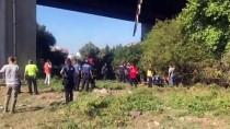 Kamyonetle Çarpışan Kamyon Viyadükten Düştü Açıklaması 1 Ölü, 1 Yaralı