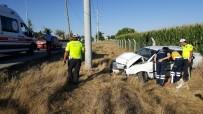 Karaman'da Şarampole İnen Otomobil Elektrik Direğine Çarptı Açıklaması 1 Yaralı