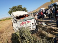 Kayseri'de 18 Kişinin Yaralandığı Feci Kaza Kamerada