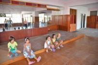 KIRAZLı - Kuşadası Belediyesi Tiyatro Eğitimini Çocukların Ayağına Götürüyor