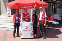 Salihli'de Kızılay Kurban Bağış Standı Açtı