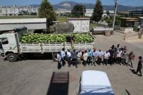 Sanayiciler Çiftçilerin Elinde Kalan Karpuz Ve Biberleri Alarak İşçilerine Dağıttı