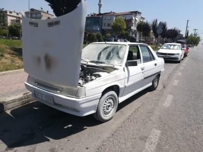 Seyir Halindeki Otomobili Küle Dönmekten İtfaiye Kurtardı