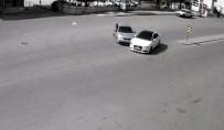 U Dönüşü Yapmak İsteyen Otomobile Çarptı