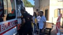 EVDE TEK BAŞINA - Yangında Mahsur Kalan Yaşlı Adamı Ablası Kurtardı