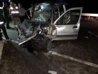BOĞAZKÖY - Tır İle Hafif Ticari Araç Kafa Kafaya Çarpıştı Açıklaması 1 Ölü 1 Yaralı