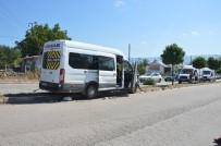 Tokat'ta Yolcu Minibüsü Refüje Çıktı Açıklaması 6 Yaralı