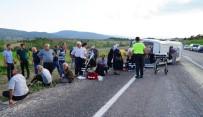 Kastamonu'da Yolcu Minibüsü İle Kamyonet Çarpıştı Açıklaması 1 Ölü, 11 Yaralı
