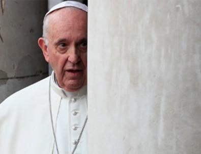 Papa Francis asansörde mahsur kaldı