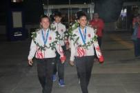 Avrupa Üçüncüsü Olan Badmintonculara Havalimanında Coşkulu Karşılama