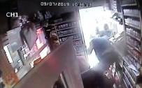 Büfede Şakalaşma Sonucu Çıkan Tekme Tokat Kavga Kamerada
