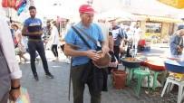 Görme Engelli Aşık Mustafa, Şehir Şehir Dolaşıp Darbukasıyla 31 Yıldır Ekmeğinin Peşinde Dolaşıyor