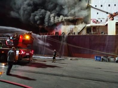 İskenderun Körfezinde Buğday Yüklü Gemide Çıkan Yangın 4 Saat Süren Çalışmayla Söndürüldü