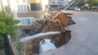 AYRANCıLAR - İstinat Duvarı Çöktü, Otomobil Altında Kaldı