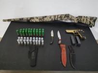 Kovalamaca Sonucu Yakalanan Araçta Silahlar Ve Bıçaklar Ele Geçirildi