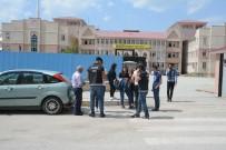ÜNİVERSİTE KAMPÜSÜ - Van Polisi, Okul Çevreleri, Yaya Geçitleri Ve Okul Servis Araçları Denetledi
