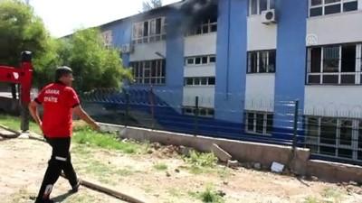 Adana'da Okulda Yangın