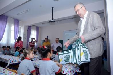 Başkan Özkan'dan Öğrencilere Hediye
