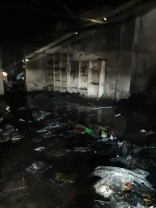 Kırtasiye Deposundaki Yangını Mahalleli Söndürdü