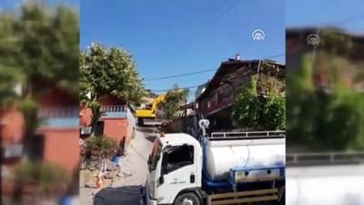 Kocaeli'de Ağır Hasarlı Binalar Yıkılıyor