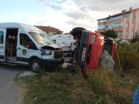 OKUL SERVİSİ - Öğrenci Servisiyle Tarım İşçilerini Taşıyan Minibüs Çarpıştı Açıklaması 5 Yaralı