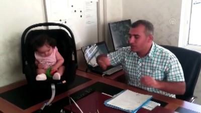 Okul Müdürü Dersler Aksamasın Diye Öğretmenin Çocuğuna Bakıyor