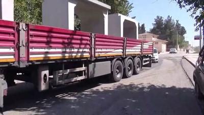 Suriye Sınırına Beton Blok Sevkiyatı