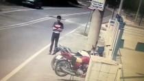 Denizli'de Motosiklet Hırsızlığı Güvenlik Kamerasında