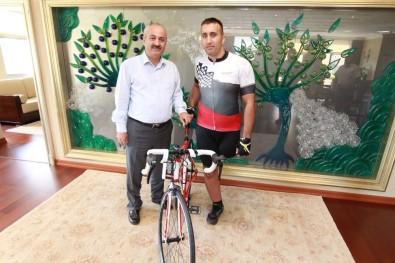 Engelli Sporcuya Başkandan Bisiklet Desteği