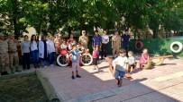 Jandarma,  Geri Dönüşüm Malzemelerinden Çocuklara Oyun Bahçesi Yaptı