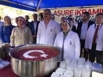 Sancaktepe Belediyesi, 3 Meydanda Halka Aşure Dağıttı
