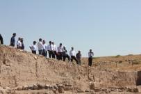 OYLUM - Vali Soytürk Tarihi Mekanları Gezerek Bilgi Aldı