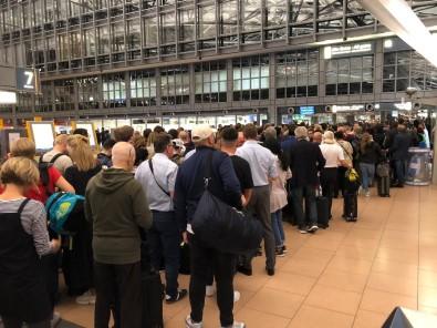 Hamburg Havalimanı'nda Alarm Açıklaması Yolcular Tahliye Edildi