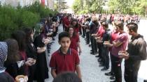 Okula Yeni Başlayan Öğrencilere Simit Ve Aşure İkramı