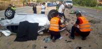 Orta Refüjü Aşan Otomobil Karşıdan Gelen Araçla Kafa Kafaya Çarpıştı Açıklaması 1 Ölü, 1 Yaralı