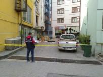 Otelin Penceresinden Düşen Genç Hayatını Kaybetti