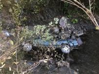GÜMELI - Otomobil Dereye Uçtu Açıklaması 2 Yaralı