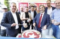 Sultangazi'de Cuma Namazı Sonrası Aşure Dağıtıldı