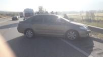 Tosya'da Yoldan Çıkan Otomobil Bariyerlere Çarptı Açıklaması 2 Yaralı