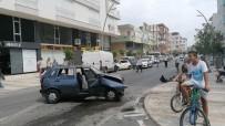 Antalya'da Otomobilin Çarptığı Minibüs Park Halindeki Araçlara Vurdu Açıklaması 1 Yaralı