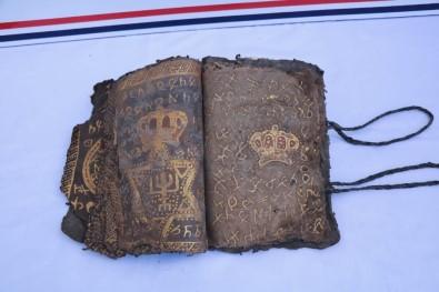 Diyarbakır'da 800 Yıllık İncil Ve İbranice İşlenmiş Ferman Ele Geçirildi