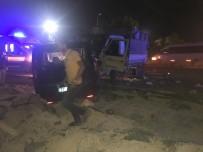 Gaziantep'te İki Araç Kafa Kafaya Çarpıştı Açıklaması 2 Yaralı