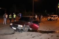 Karaman'da Otomobil İle Hafif Ticari Araç Çarpıştı Açıklaması 2 Yaralı