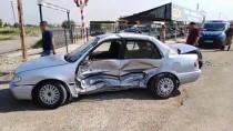 Şanlıurfa'da İki Otomobil Çarpıştı Açıklaması 1'İ Ağır 2 Yaralı
