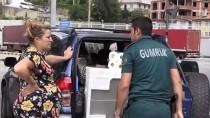 SARP SINIR KAPISI - Sarp Sınır Kapısı'ndan Geçişlerde Yolcu Sayısı Azaldı, Araç Sayısı Arttı