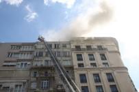 Şişli'de 9 Katlı Bir Binanın Çatısında Yangın